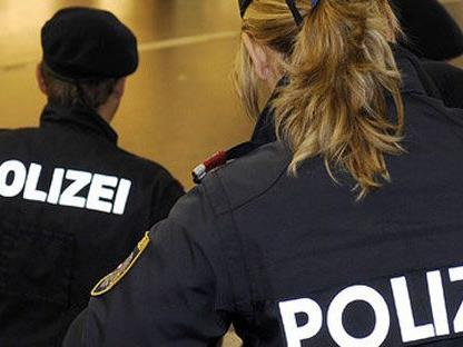 Eine Polizistin wurde bei einem einsatz am Gürtel attackiert