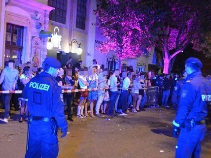 Das Gebäude wurde von der Polizei evakuiert.