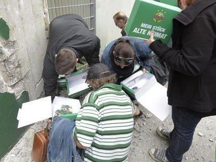 Bei der Abrissparty haben die Rapid-Fans begonnen, das Stadion auseinanderzunehmen.