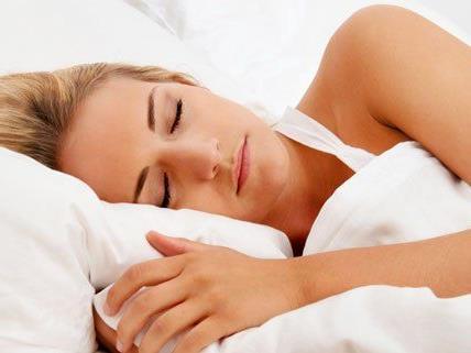 Schlafstörungen belasten nicht nur den den Körper, sondern auch die Psyche.