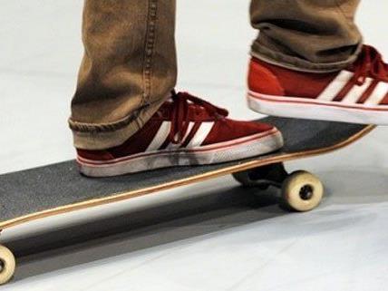 Am Montag ist ein 21-Jähriger Skateboarder in Wien bei einem Unfall leicht verletzt worden.