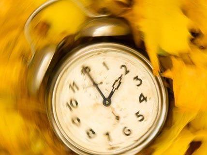 Am Sonntag wird die Uhr eine Stunde zurückgestellt.