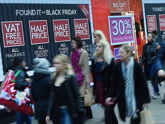 "Londoner gehen am ""Black Friday"" shoppen"