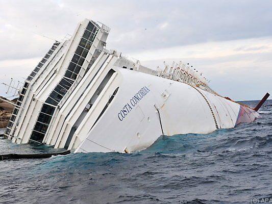 """Die """"Costa Concordia"""" richtete viel Schaden an"""
