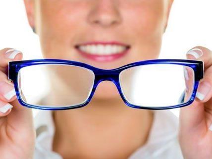Mit unseren einfachen Tipps können beschlagene Brillengläser verhindert werden.