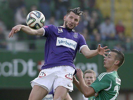 Alexander Gorgon (Austria) und Dominik Wydra (Rapid) beim Wiener Derby