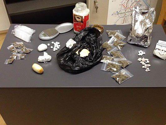 Diese Drogen fanden die Beamten bei den Mitbewohnern des Mannes vor