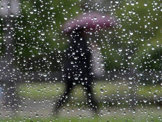 Zunächst wird man die nächsten Tage noch den Regenschirm brauchen