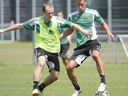 Beim Training: (v.l.) Mario Sonnleitner (Rapid) gegen Dominik Wydra (Rapid)