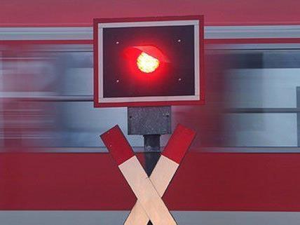 An einem Bahnübergang in Hainburg kam es zu einem Unfall
