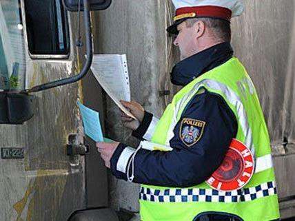 Lkw-Chauffeur saß 40 von 49 Stunden am Steuer