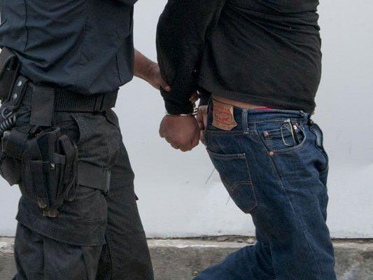 Junge Kolumbianerin sollte offenbar Kokain nach Europa schmuggeln.