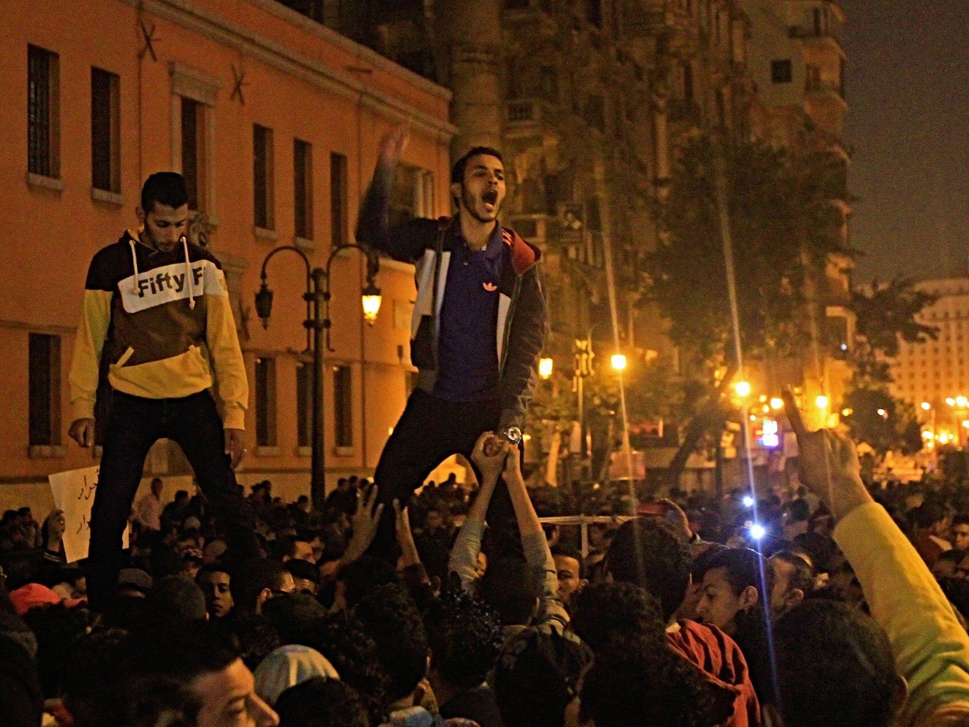 Proteste auf dem Tahrir-Platz in Kairo, nachdem die Anklage gegen Mubarak fallen gelassen wurde.