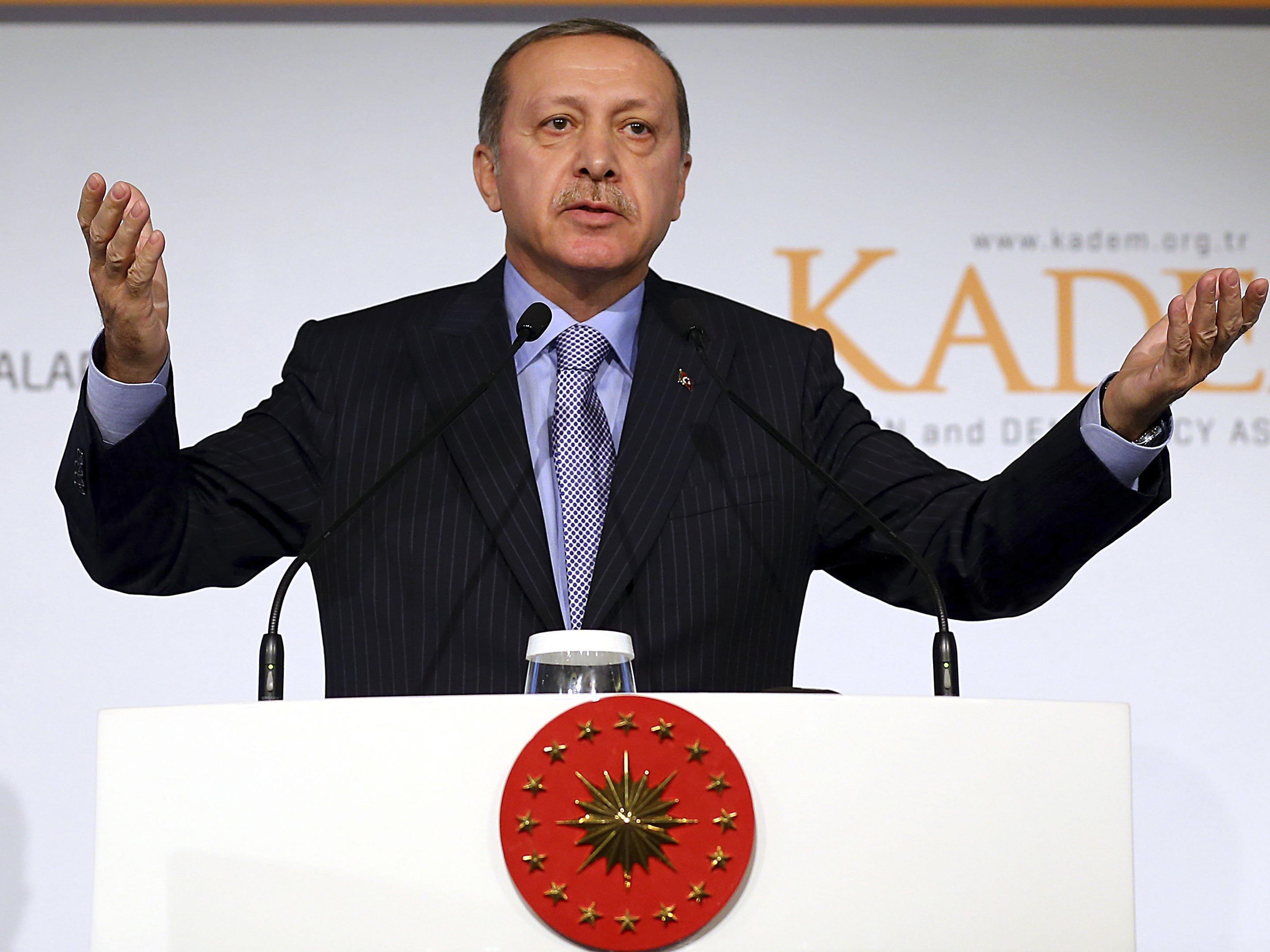 Die Fremden hätten es nur auf die Reichtümer der Muslime abgesehen, sagte Erdogan bei einer Konferenz der Organisation für Islamische Zusammenarbeit (OIC) in Istanbul.