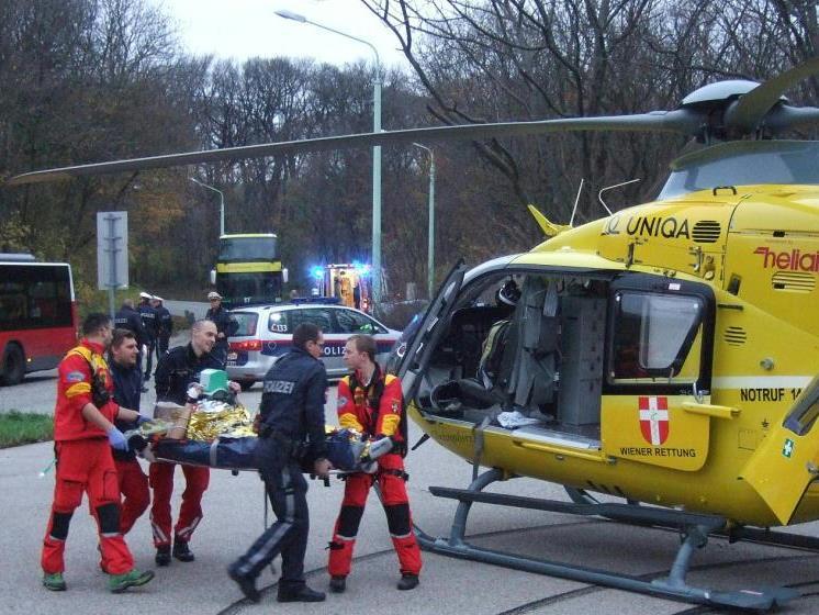Der Mann wurde ins Spital geflogen.