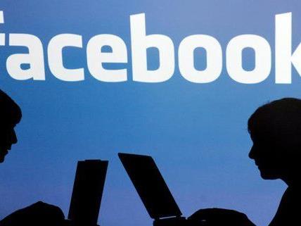 Die Selbstdarstellung in sozialen Netzwerken ist für Jugendliche besonders wichtig.