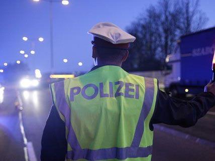 Bei einer Verkehrskontrolle ist die Polizei auf einen Schlepper gestoßen.