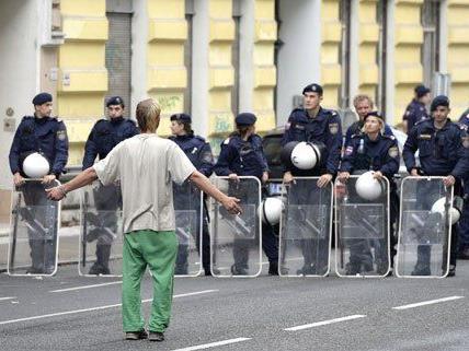1.400 Polizisten waren bei der Räumung zugegen.