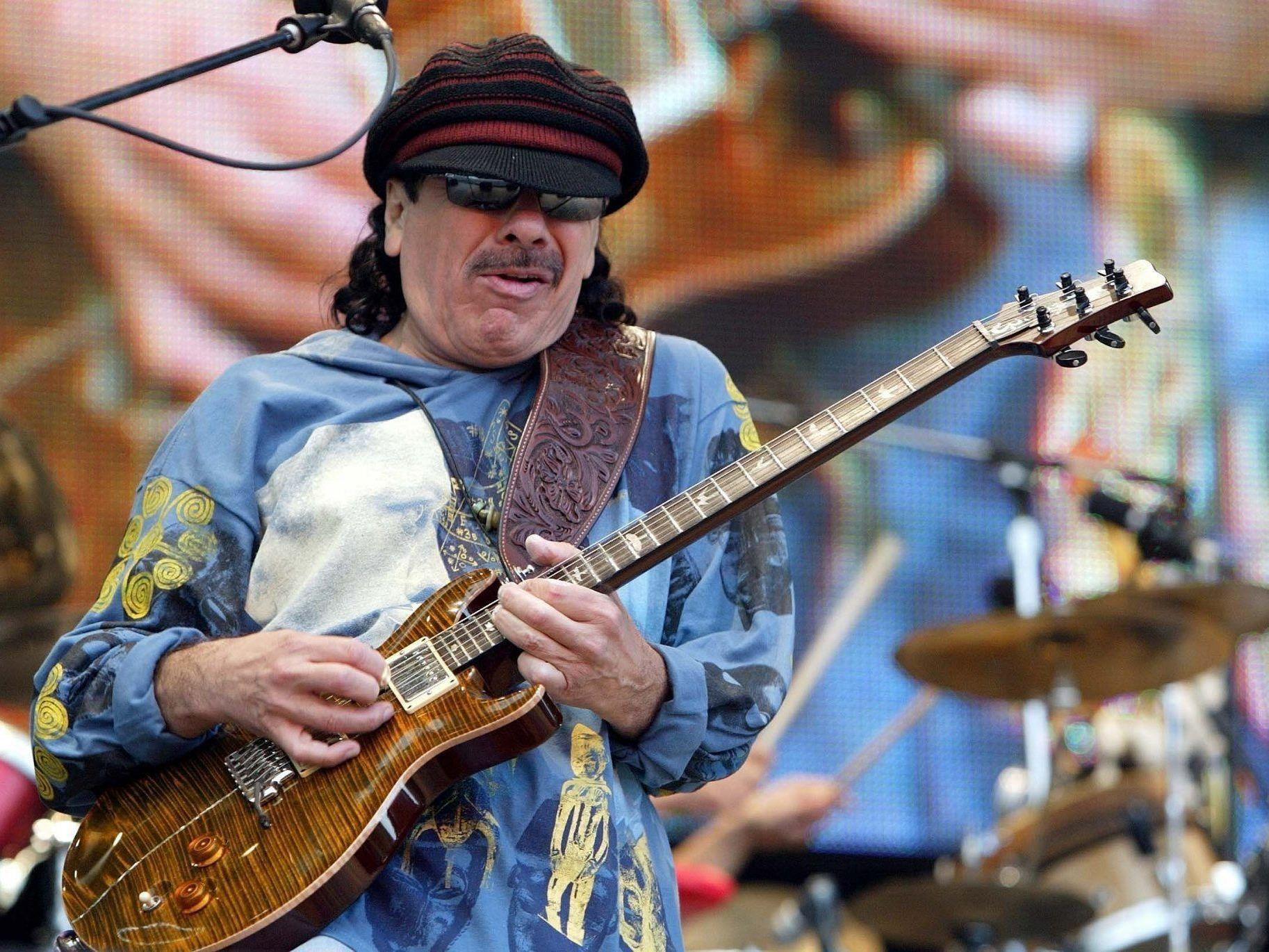 Santana spielt im Juli auf der Burg Clam auf.