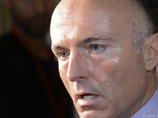 Minister Klug bot Kaserne für Asylwerber an
