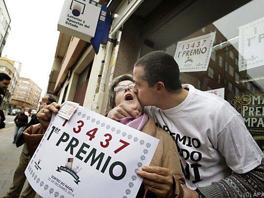 Hauptgewinner feiern in La Coruna