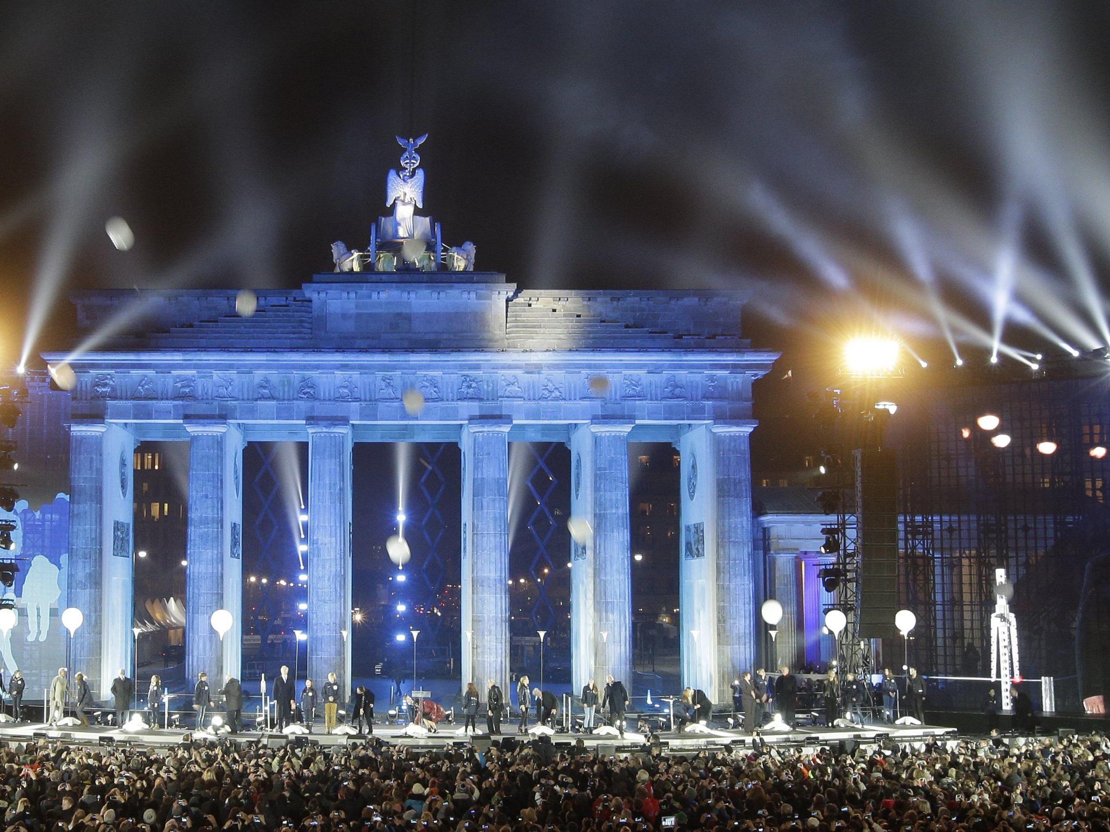 """Die Installation """"Lichtgrenze 2014"""" begeisterte bei der Feier zu """"25 Jahre Mauerfall""""."""