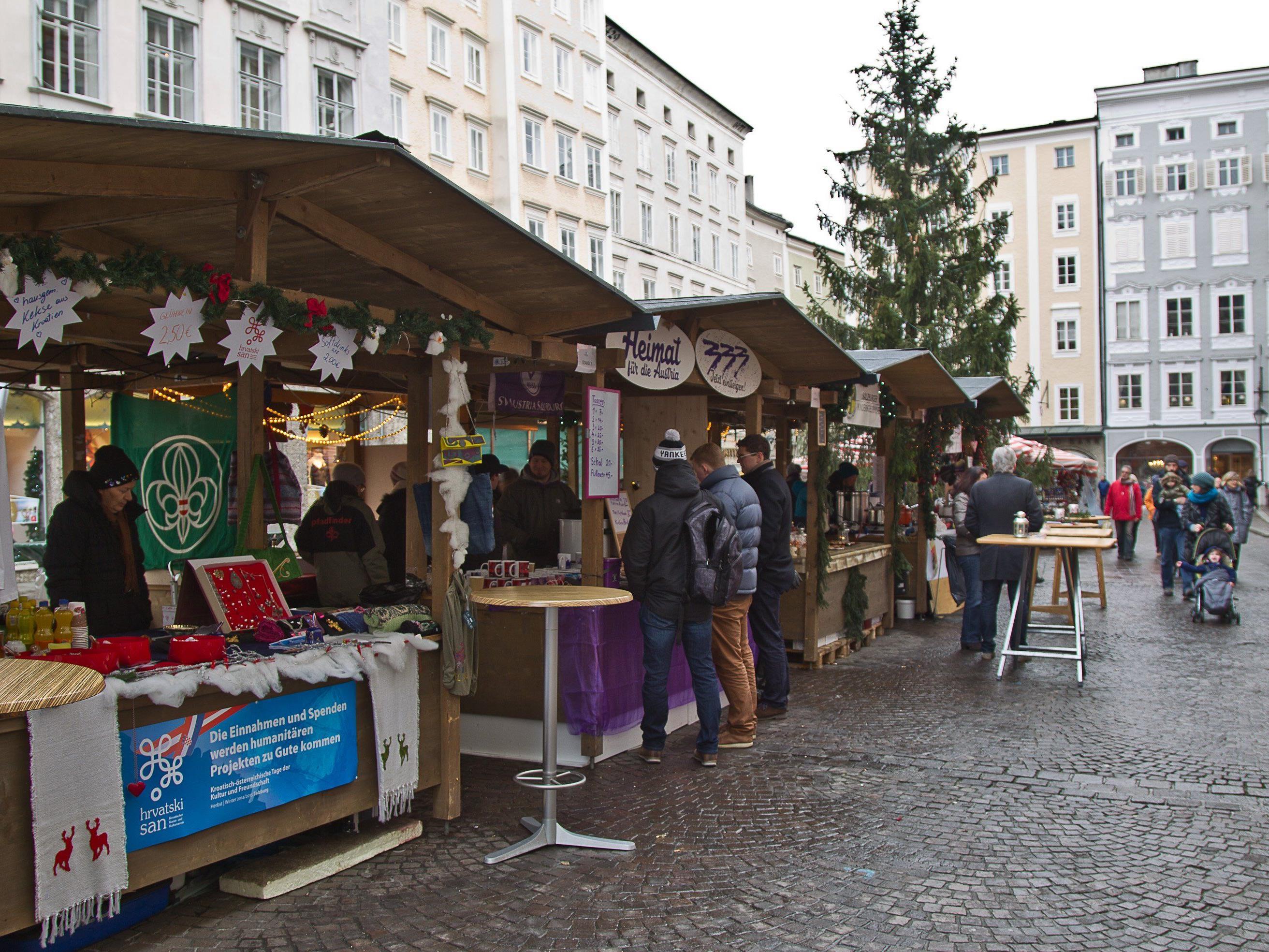 Die Stände der Vereine und Organisationen am Alten Markt.