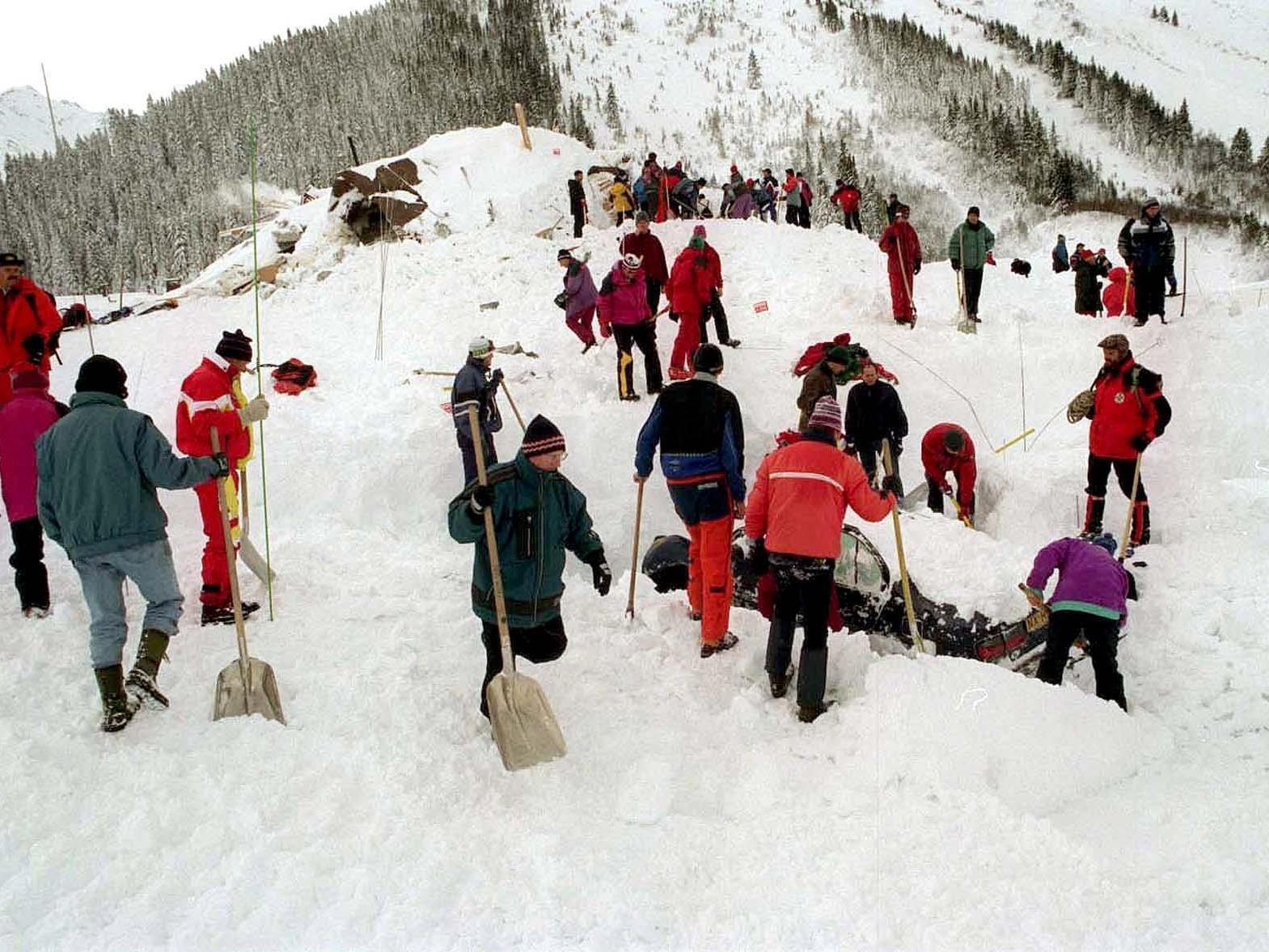 1999 - Bei einem Lawinenunglück im Jamtal bei Galtür in Tirol kommen neun deutsche Touristen ums Leben.