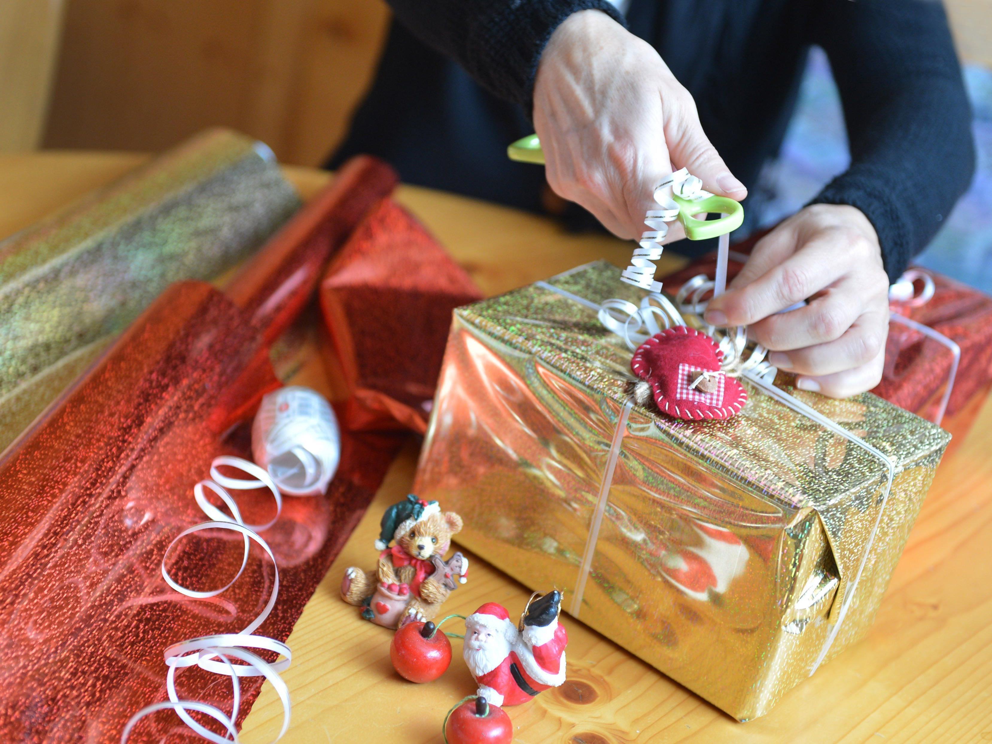 Ist das Geschenk defekt, haben Konsumenten einen gesetzlichen Gewährleistungsanspruch.