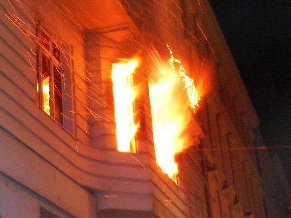 Ein Adventkranz fing im 8. Bezirk Feuer.
