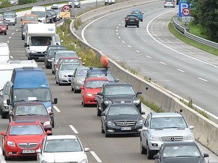 Ein Auffahrunfall sorgte Montagvormittag für einen Stau auf der A23.