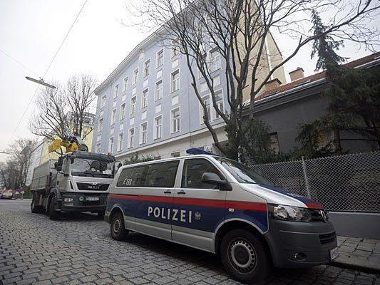 Ein Polizeiwagen vor dem Wohnhaus in der Paletzgasse, indem die Delogierung stattfand