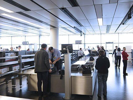 Bei einer Gepäckskontrolle am Flughafen fand man eine Schusswaffe in einem Koffer