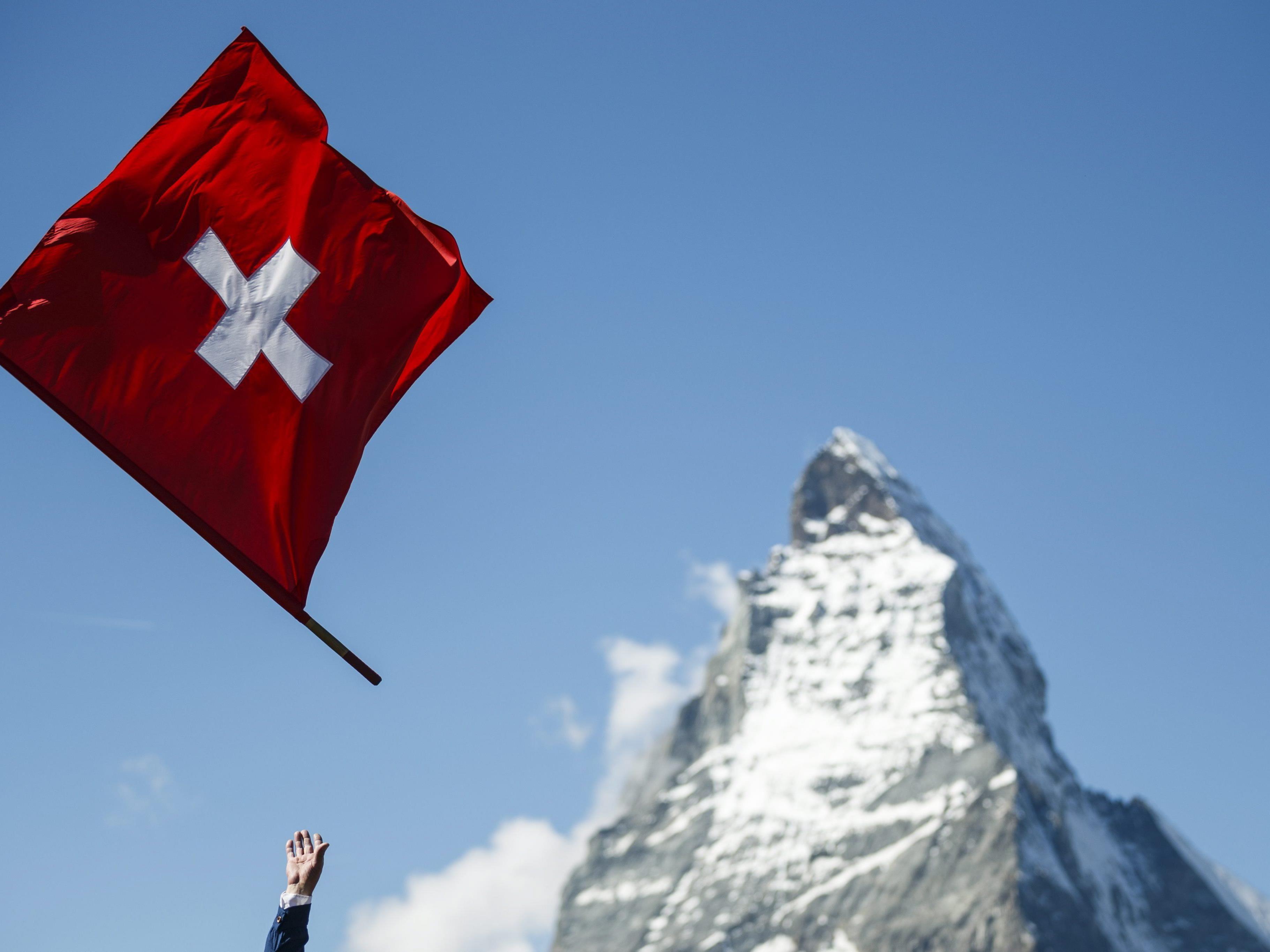 1979 - Die höchste Seilbahn Europas auf das Kleine Matterhorn (3.820 Meter) wird in Betrieb genommen.