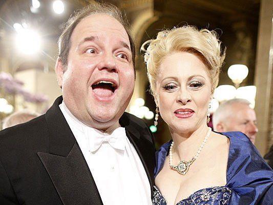 Gerald Pichowetz und seine Frau - hier gemeinsam am Opernball - wurden Opfer von Einbrechern