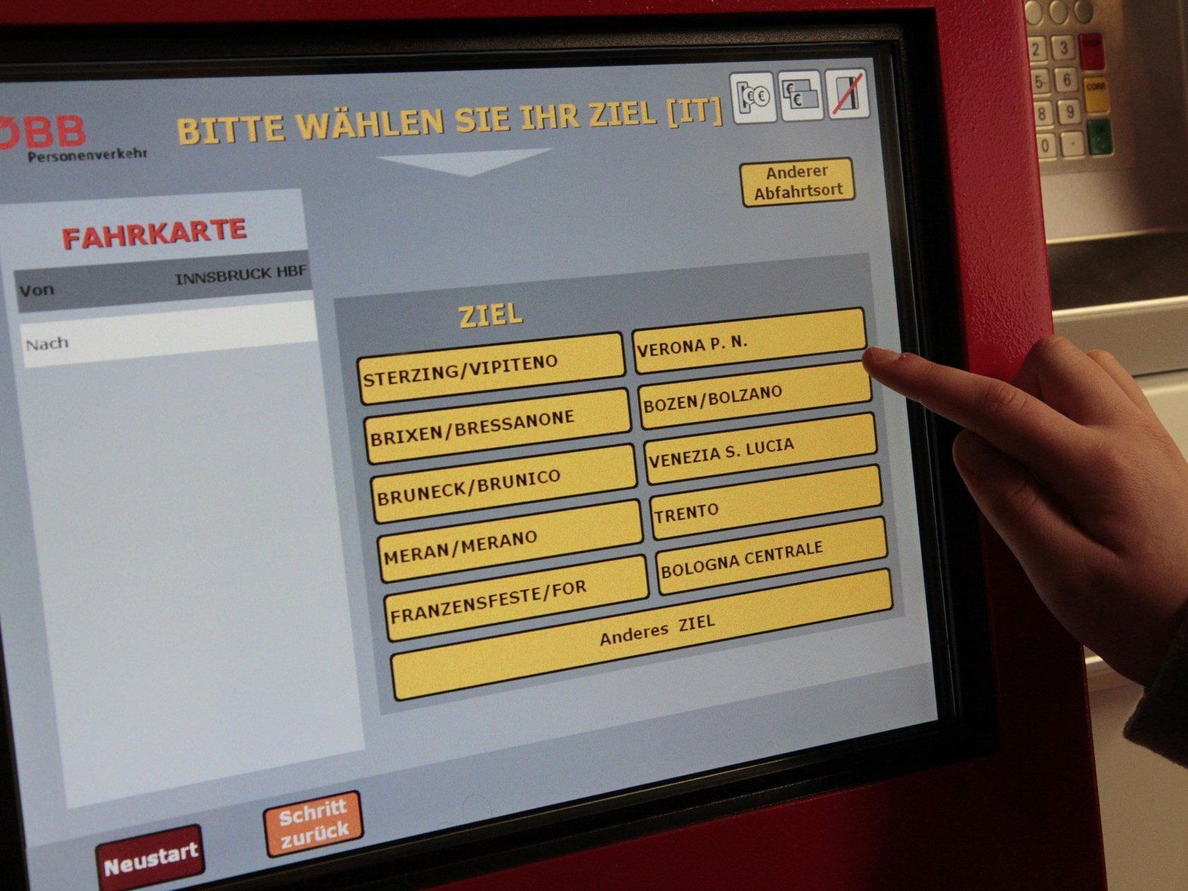 An den Fahrkartenautomaten können in Zukunft auch Tickets nach Deutschland und Südtirol gekauft werden.