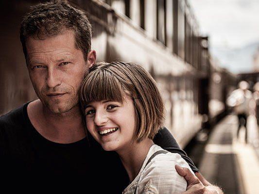 """Til Schweiger mit seiner Tochter Emma Schweiger im neuen Film """"Honig im Kopf"""""""
