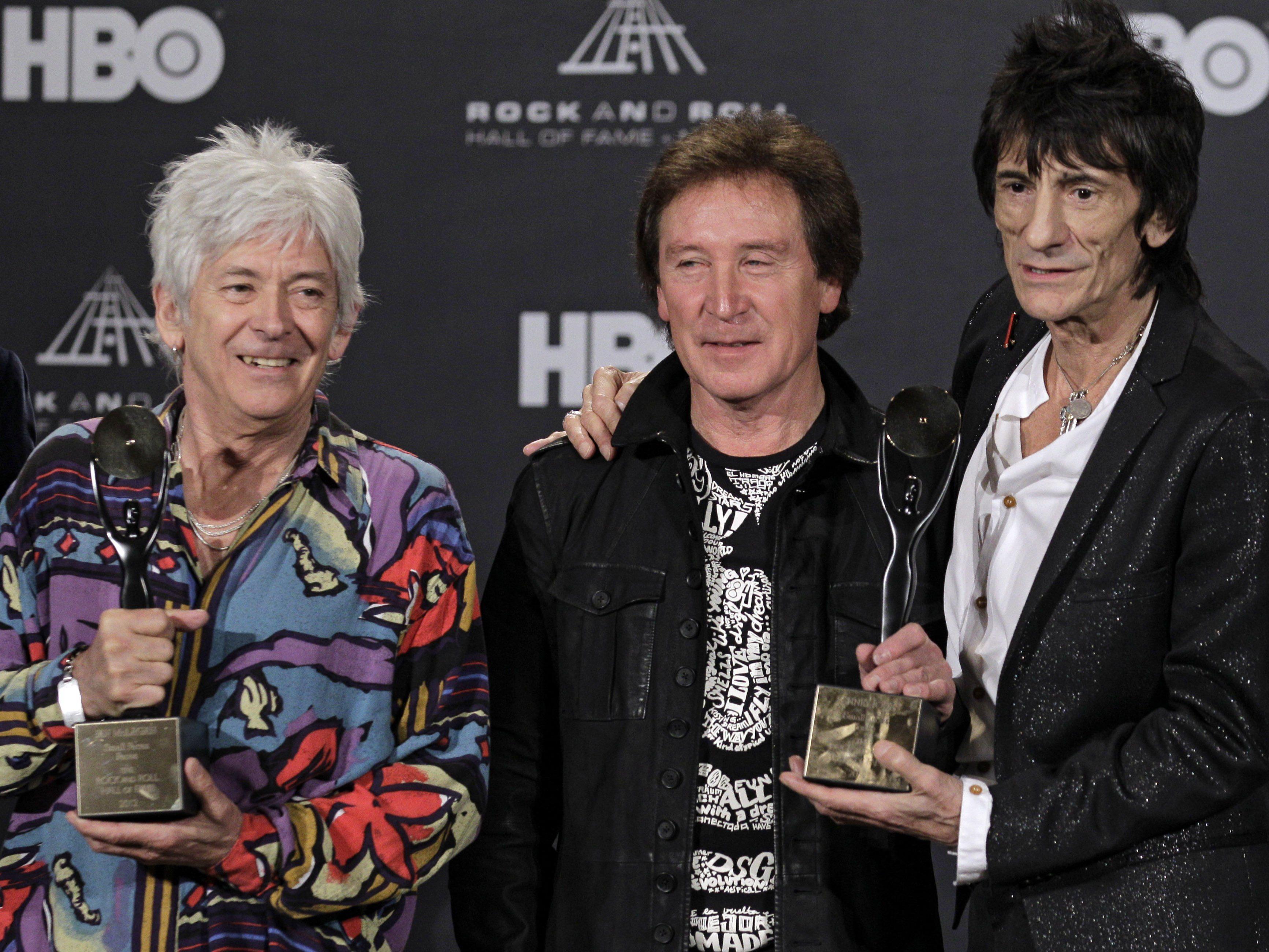 Ian McLagan (links) mit Kenney Jones und Ronnie Wood.