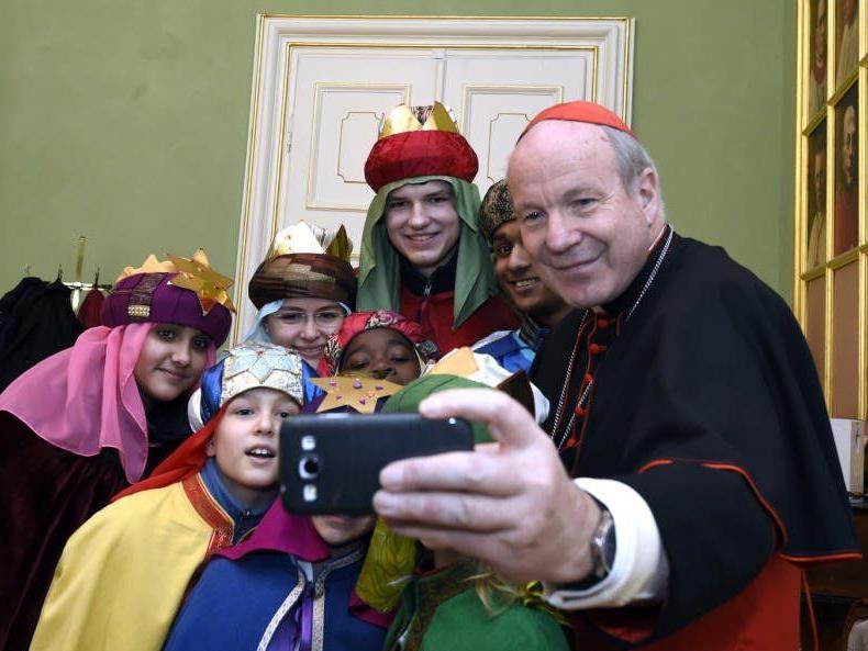 Sternsinger zu Besuch bei Kardinal Schönborn - da blieb auch Zeit für ein Selfie.