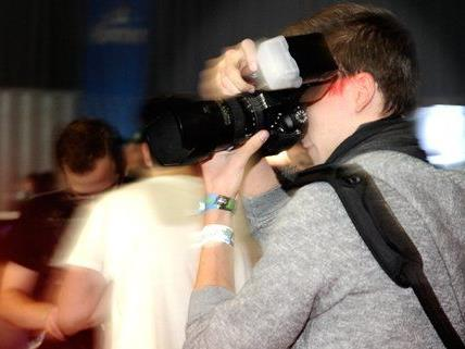 Wir haben einen Partyfotografen bei seiner Arbeit begleitet.