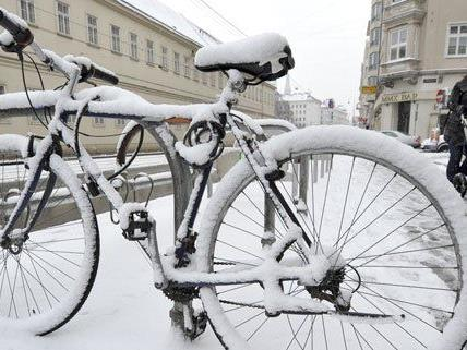 Erst wenn der Schnee liegt, bleibt das Fahrrad stehen - aber auch nicht bei allen Radlern.
