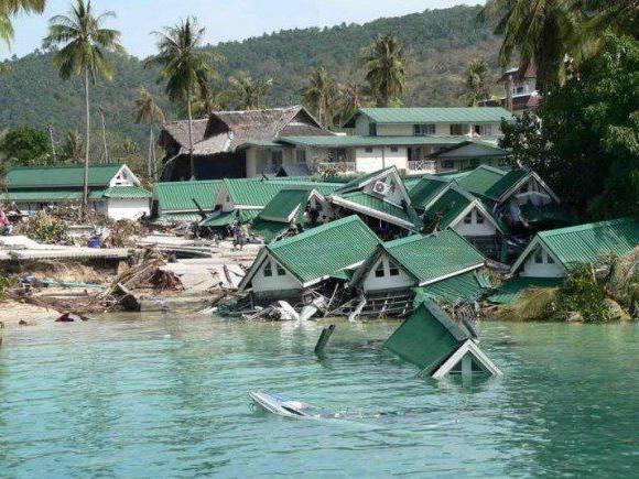 2004 - In Südostasien kommt es zu einer verheerenden Tsunami-Flutkatastrophe