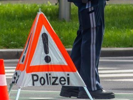 Bei einem Unfall in Wien-Penzing wurde ein Mann leicht verletzt.