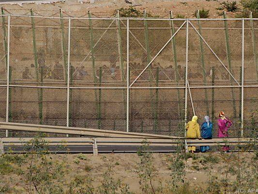 Gitterzäune an der Grenze von Melilla