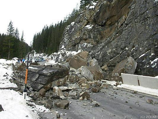 Felssturz verschüttete Lechtal Straße B198