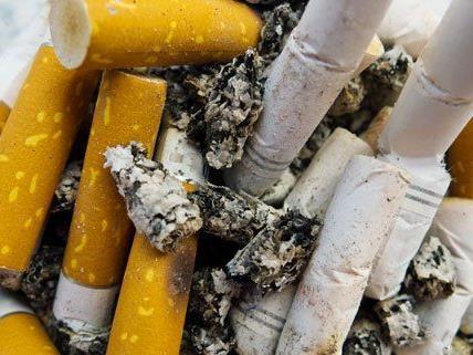 Zigarettenpreiserhöhungen und Kontrollen treffen Jugendliche am effektivsten.