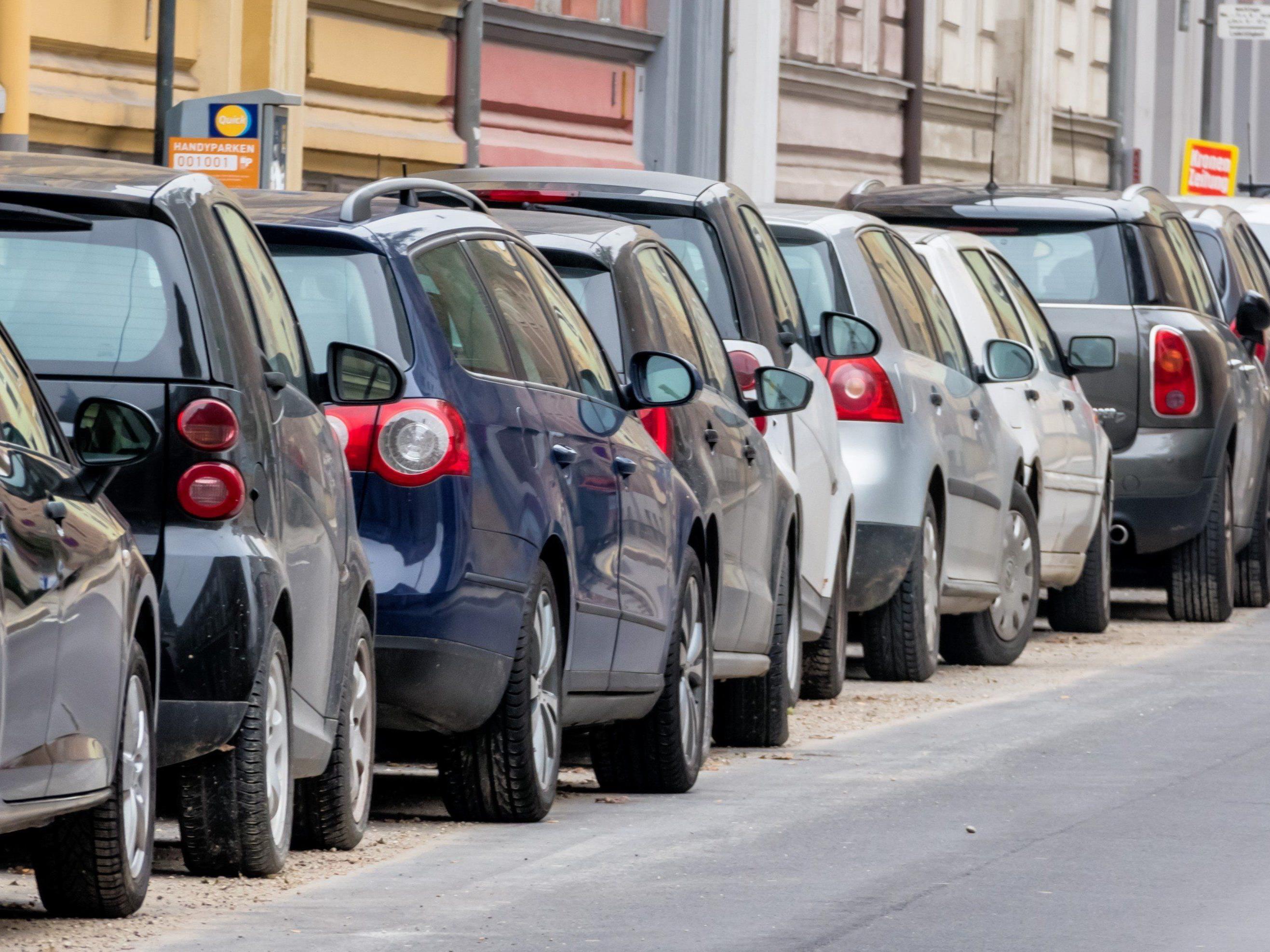 Beschädigungen im Zuge einer Demonstration: Wann haftet meine Auto-Versicherung?