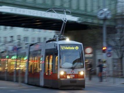 Straßenbahn in Wien entgleist - Gürtel vorübergehend gesperrt