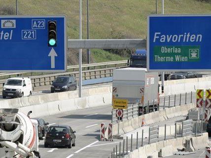 Eine Verletzte forderte der Unfall auf der A23 am Freitag.