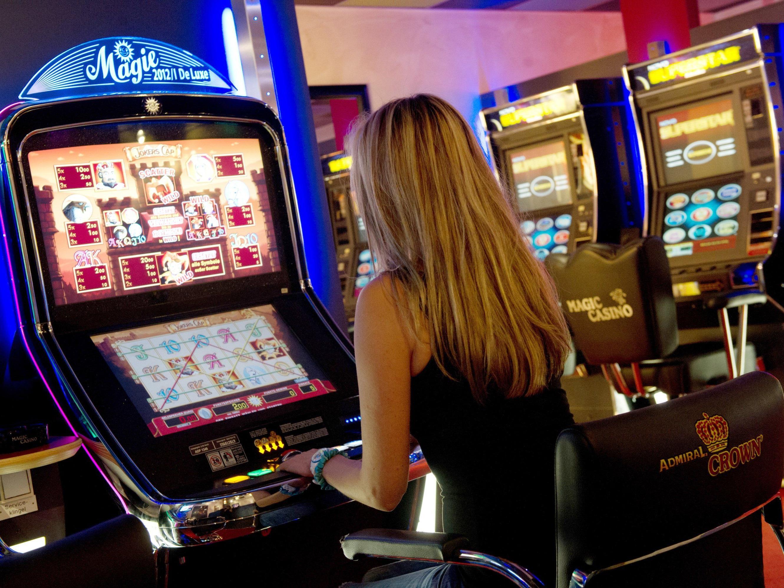 Weitere Razzien der Finanzpolizei wegen neuem Glücksspielgesetz.